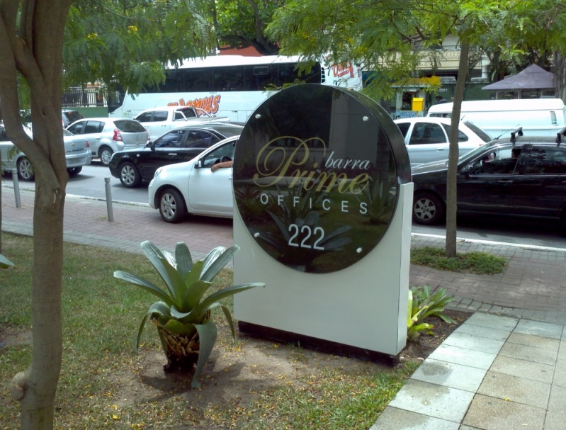 Orçamento de Placa com Nome do Condomínio Barra da Tijuca - Placa para Sala Comercial Personalizada