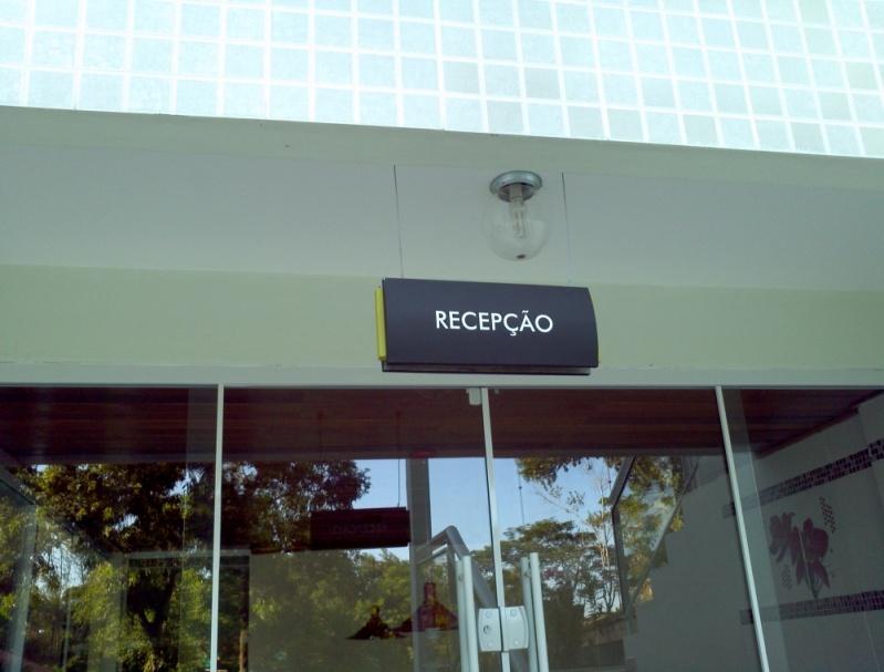Orçamento de Placas de Sinalização de Condomínio Gávea - Placa para Sala Comercial Personalizada